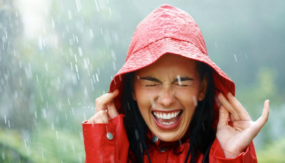 Tu cabello bajo lluvia y la humedad